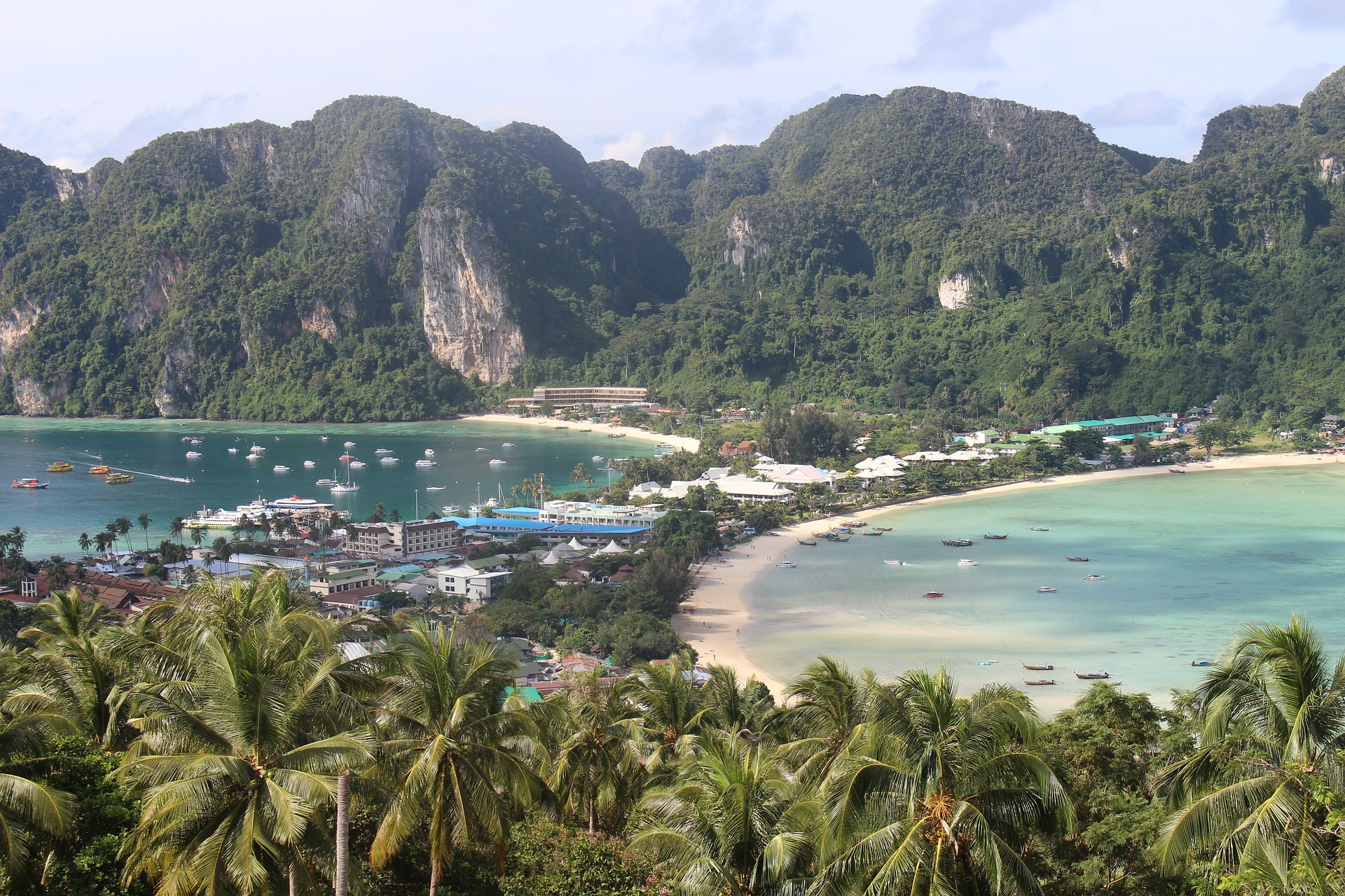 Best Koh Phi Phi party on a boat – SHIPWRECKED
